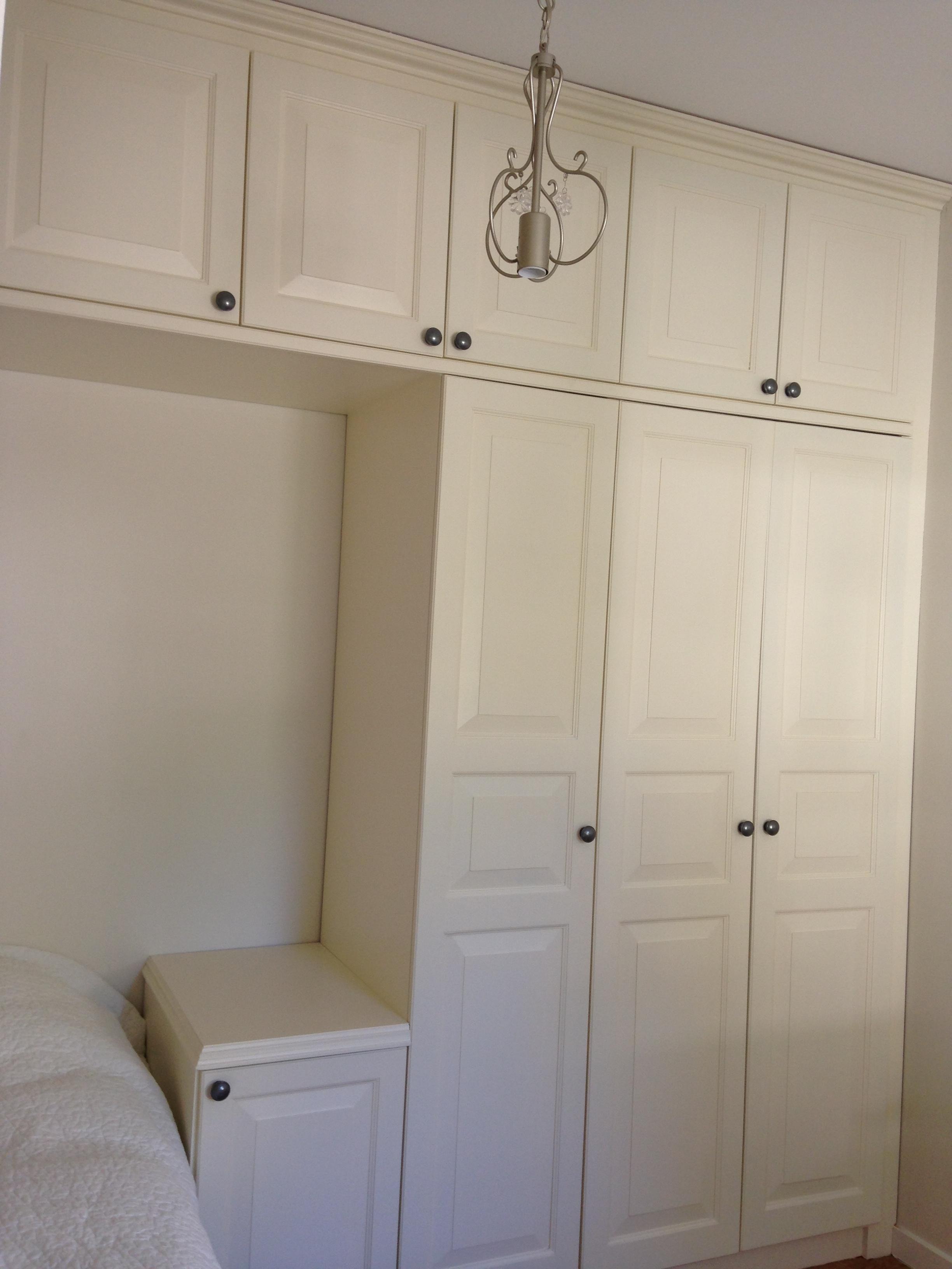 Plats byggda garderober i sovrum samt plats byggda skåpsluckor till kök, 2014 u2013 E light Bygg